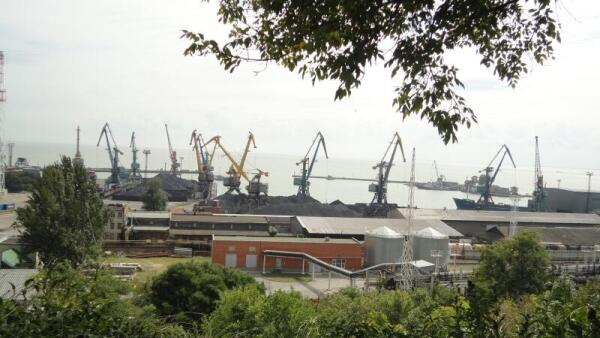 Морской порт. Погрузка