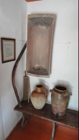 Корыто, коромысло, керамические ёмкости для хранения воды...