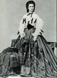 Императрица Австрии Елизавета Баварская (Сисси) в белой блузке (1862)