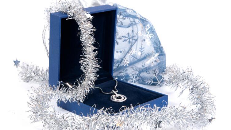 Как выбрать в подарок любимой ювелирные украшения?