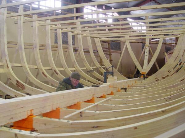 Ладья строится в Петрозаводске. Март 2005 г.