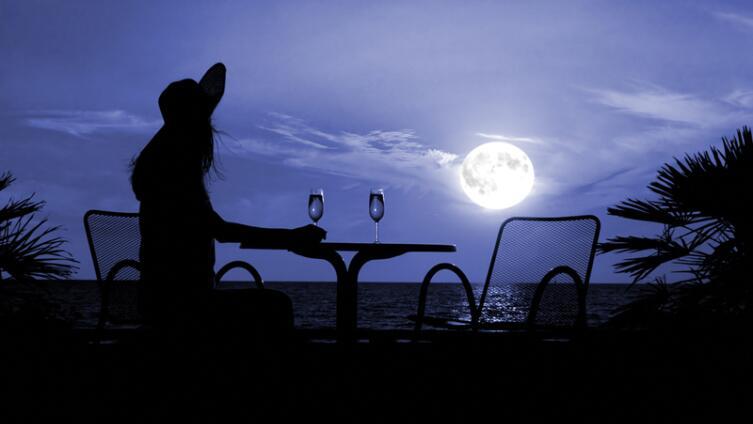 Луна и алкоголь: когда легко перебрать лишнего?