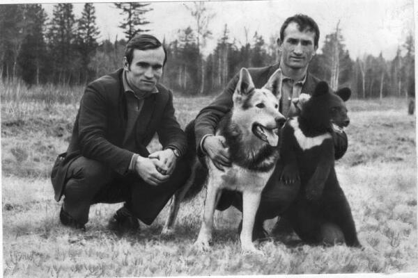 После Риги в лодке четверо - Валерий Лютиков и Евгений Смургис с Ватаном и Борькой
