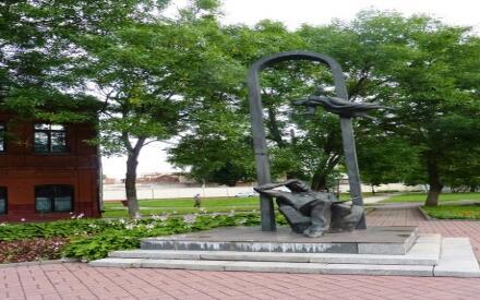 Памятник художнику Марку Шагалу