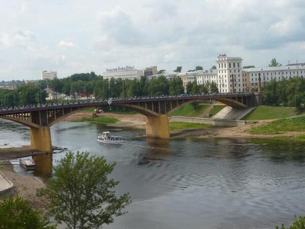 Кировский мост через З.Двину - вид от Свято-Успенского собора