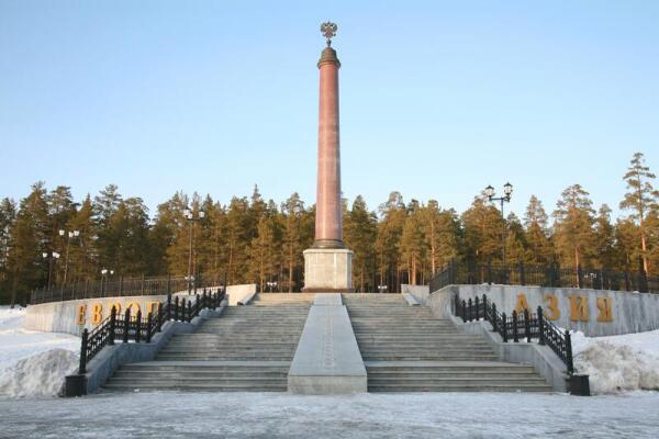 Где Бова-королевич встретился с Ерусланом Лазаревичем?