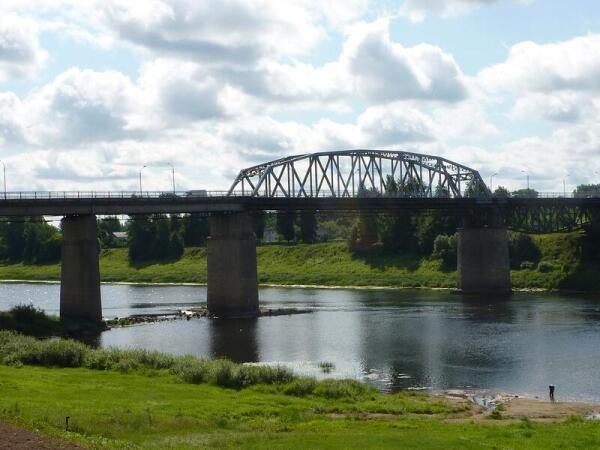 Мост через Западную Двину, вид от памятника 23-м воинам-гвардейцам