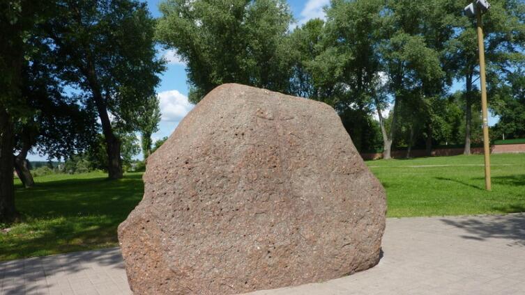 «Борисов» камень на Замковой горе у собора
