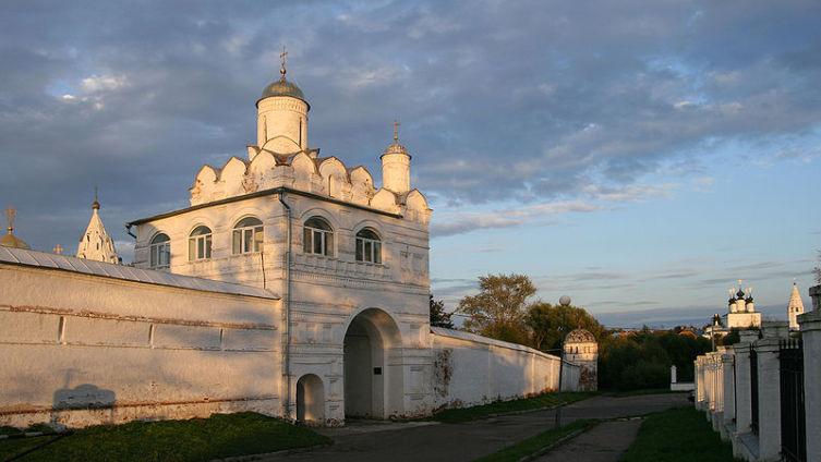 Благовещенская надвратная церковь Покровского монастыря, Суздаль, 1515 г.