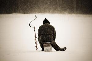 Как видится зимняя рыбалка с берега? Взгляд не рыбачки