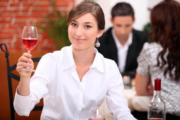 О чем говорить с женщиной на первом свидании?