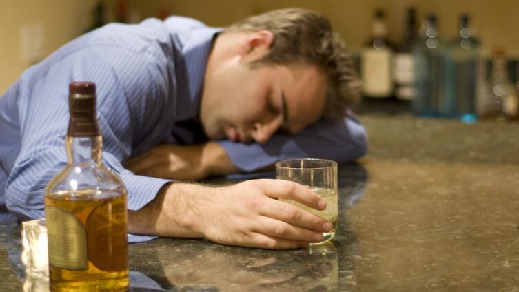 Заспиртованные по жизни: так все-таки алкоголик, выпивоха или трезвенник?
