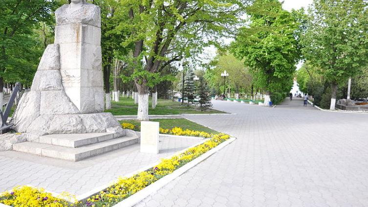 Памятник А. Г. Головко в городе Прохладном