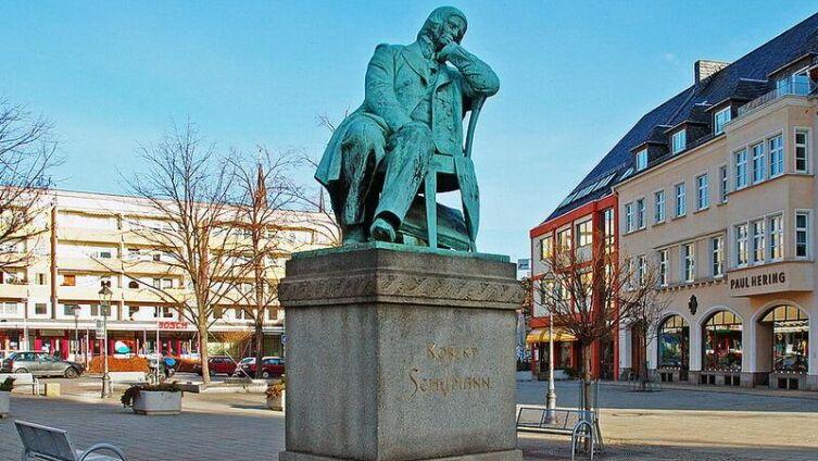 Памятник Роберту Шуману в Цвиккау
