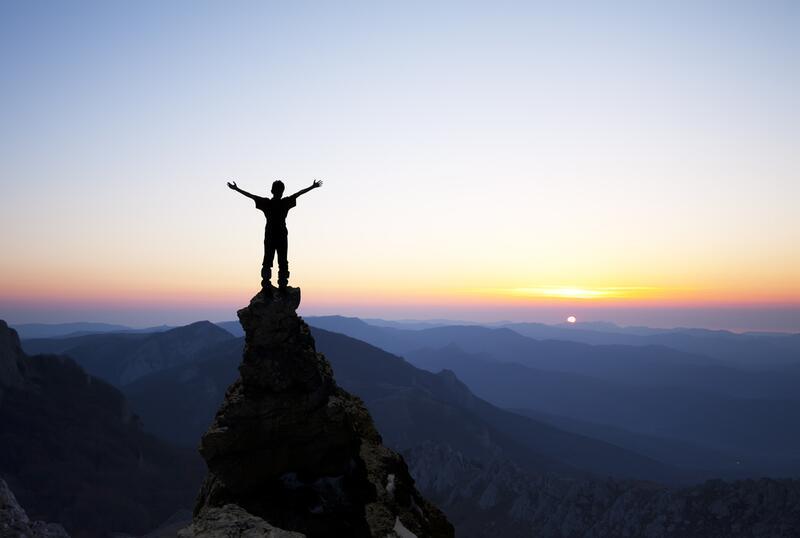 Зачем человек лезет в гору
