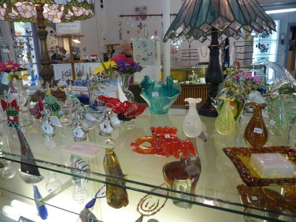 В сельском музее цветного стекла