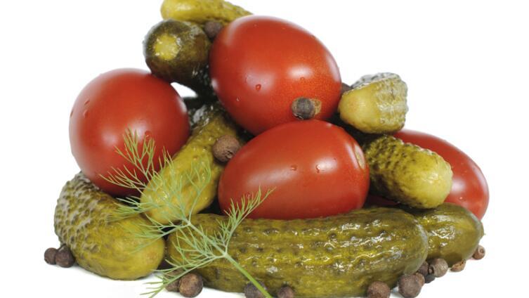 Что можно приготовить с солеными огурцами и помидорами?