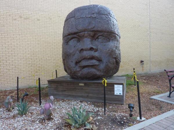 Голова Ольмекской культуры, Cabez Olmeca (500 лет до н.э.)