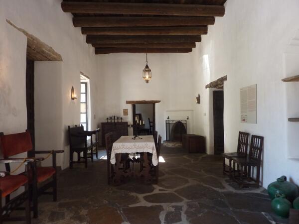 Гостиная - самая большая комната во дворце губернатора