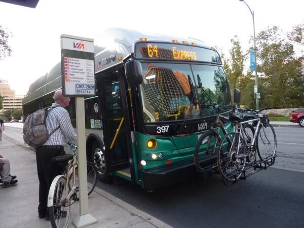 Приспособление для перевозки велосипедов на автобусе