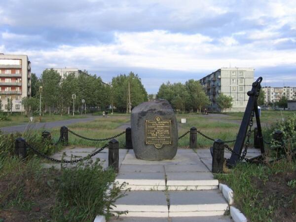 Памятный камень в честь Ченслера в Северодвинске