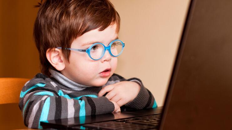 Как уберечь ребёнка от опасности в Интернете?
