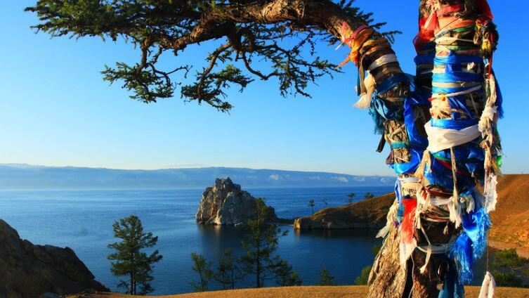 Шаман-скала на мысе Бурхан (озеро Байкал)