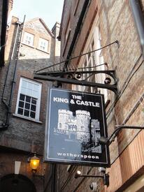 «Король и замок» - подходящее название для паба напротив Виндзорского замка