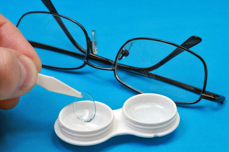 Стоит ли менять очки на контактные линзы? | Красота и здоровье ...