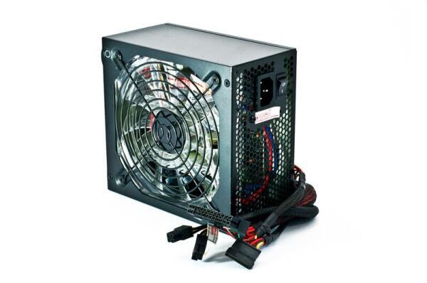 Сервер может быть компьютером