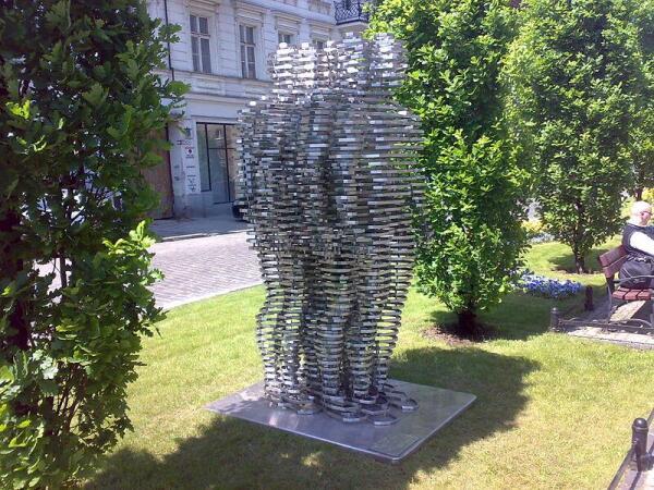 Памятник Голему работы Давида Черного