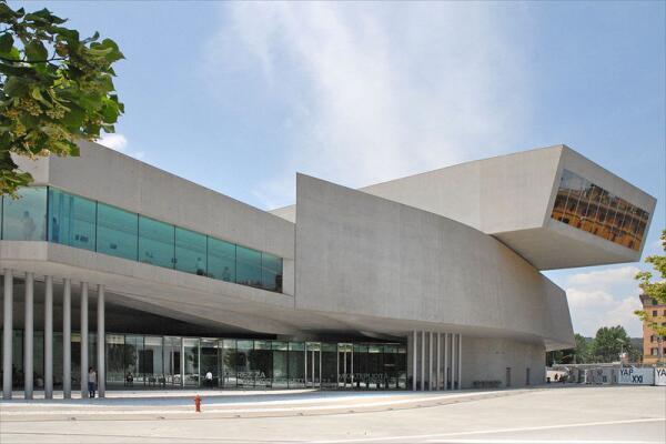 Национальный музей искусств XXI века MAXXI, Рим, Италия