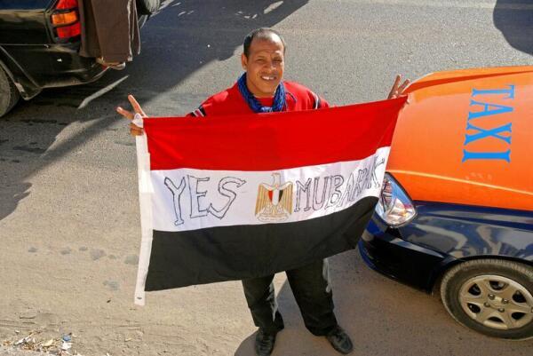2.02.2011 на улицы вышли с протестами сторонники Мубарака, но 11-го народные волнения завершились его отставкой