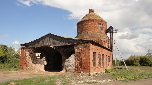 В 30-х годах прошлого века церковь передали под зерносклад