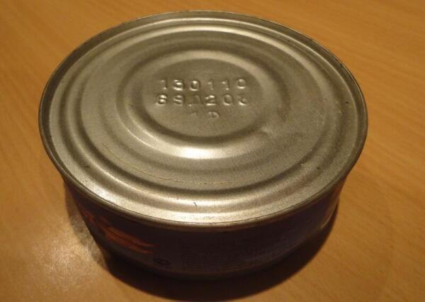 По первом ряду маркировки можно установить дату изготовления консервов