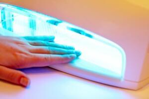 Может ли лак держаться на натуральных ногтях три недели?
