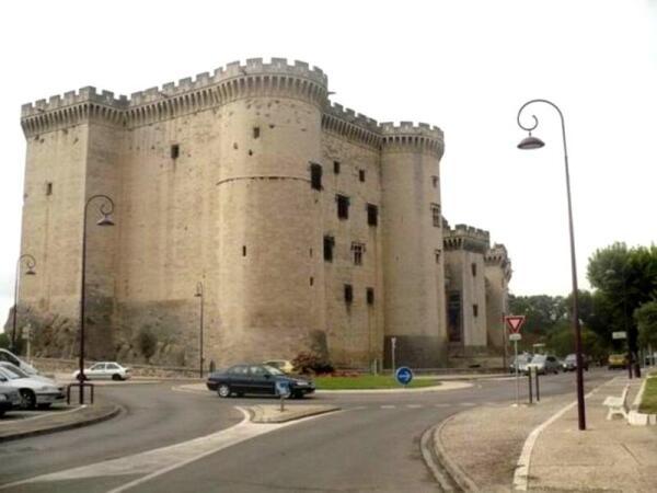 Крепость в городе Тараскон