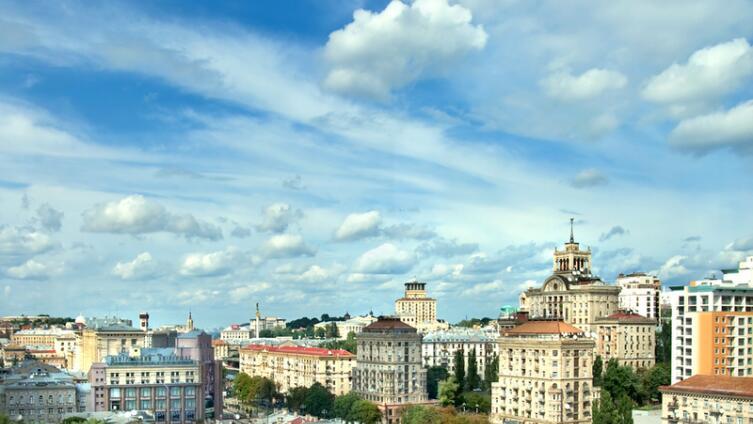 Киев, Крещатик. В центре фото - тот самый дом, в котором происходит действие