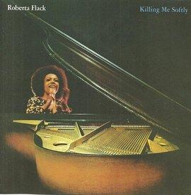Роберта Флэк сразу взяла быка за рога и начала песню с коронного музыкального рефрена