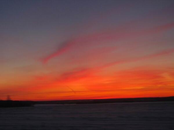 Февральский закат предвещает морозную ночь.