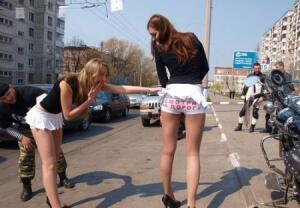 Женщины снимают и одевают стринги фото фото 329-777