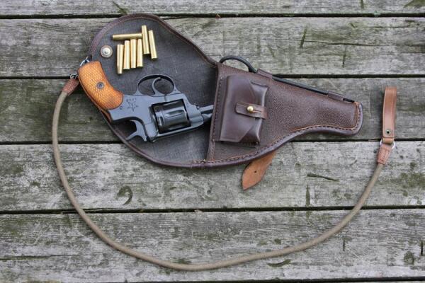 Что роднит русский револьвер системы Наган образца 1895 г. и австрийский Раст-Гассер образца 1898 г.?