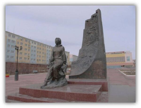 Памятник Л. Попугаевой в г. Удачный, Якутия