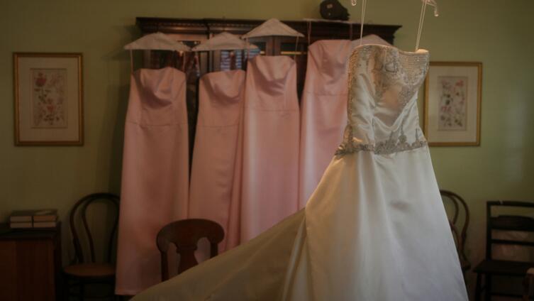 Как подобрать платье на свадьбу подруги?
