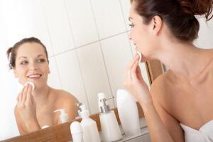 Как и чем очищать кожу лица?