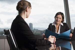 Поиск работы. На что обращать внимание, чтобы не быть обманутым?