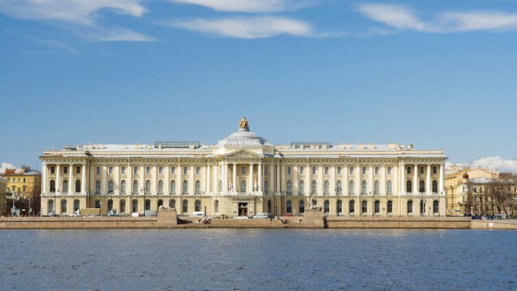 Академия художеств в Санкт-Петербурге
