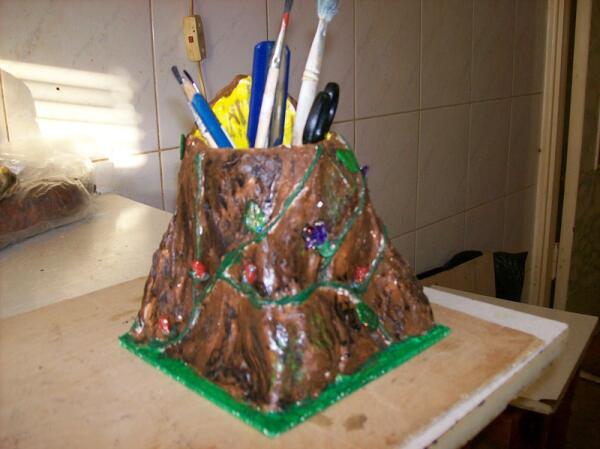 Готовый пень-подставка для ручек и карандашей