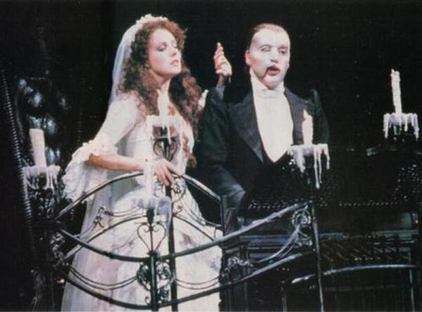 Сара Брайтман (Кристина) и Майкл Кроуфорд (Призрак) в оригинальной постановке