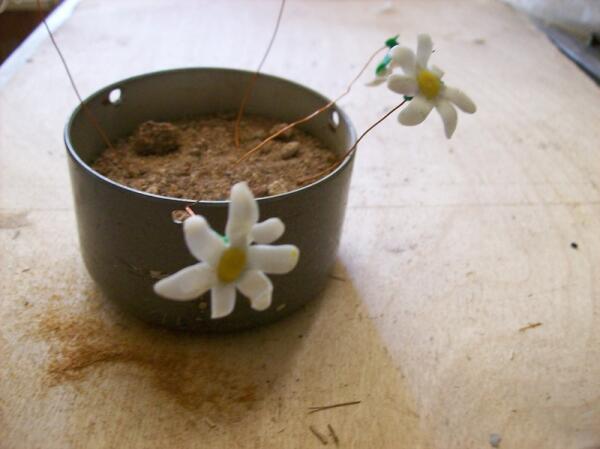 Подготавлваем цветы из пластики